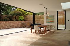 This open play  rear extension project with oversized sliding glass was added to a family home in London. Oversized glass is classed as any glazing unit where the width and height exceed 2.4m. This impressive size of glazing was used to create a dramatic design for this extension. Modern Sliding Doors, Sliding Glass Door, Glass Doors, Window Glass, Fresco, Window Seat Kitchen, Kitchen Windows, Aluminium Windows And Doors, Contemporary Kitchen Design