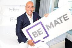 Kike Sarasola con la nueva marca de su plataforma tecnológica, Be Mate, que ofrece viviendas vacacionales en el entorno de sus hoteles con servicios adicionales.