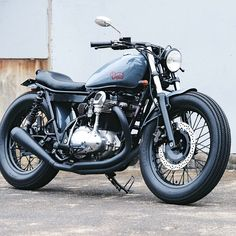 """""""Ooh La La, The French Connection 2 W650. Built by @frenchdeusexmachina at the House Of Simple Pleasures."""""""