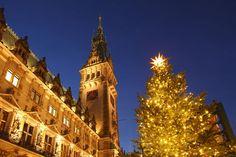 'Hamburger Rathaus mit Weihnachtsbaum, Hamburg' von Torsten Krüger bei artflakes.com als Poster oder Kunstdruck $7.55
