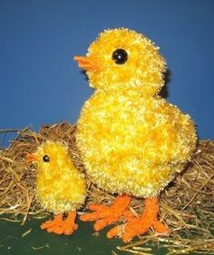 Spring is in the air and this is my FREE Easter Big Chick Little Chick knitting pattern. These lovely Easter chicks are quick and simple to make. Big Chick is 13 inches high and Little Chick is life-size at 6 inches high. They are worked flat in any fluffy eyelash yarn of your choice.  Grab your freebie pattern now and fill your Easter with lots of Spring chicks.