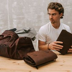 Travel Mexico Tips Info: 4274058372 Leather Wallet, Leather Bag, Single Travel, Welcome To The Family, How To Treat Acne, Solo Travel, Zipper Pouch, Bracelet Making, Shopping Bag