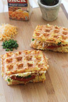 Waffle Shop, Waffle Waffle, Waffle House, Brunch Recipes, Breakfast Recipes, Breakfast Bites, Sandwiches, Waffle Machine, Grill Machine