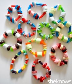 DIY & Crafts: Colorful and Cute: 15 Neat Crafts Made with Candy Lollipop Bouquet, Candy Bouquet, Candy Wreath, Candy Bracelet, Candy Jewelry, Bracelets, Crafts To Make, Crafts For Kids, Diy Crafts