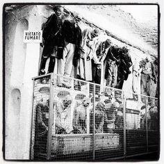 Smoking kill... No smoking... Il fumo uccide... Vietato fumare... Catacombe dei Cappuccini Palermo... #catacombe #cartelliinopportuni #blackandwhitephotography #blackandwhitephoto #blackandwhite #streetphoto_bw #bws_worldwide #blancheetnoir #blacknwhite #