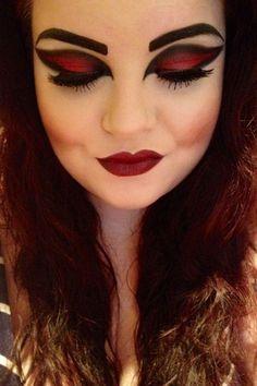Augen-Make-up für die Rote Königin