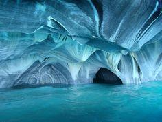 南米チリ・パタゴニアにある大理石の洞窟「Marble Caves」