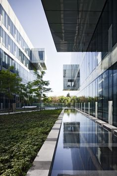 Harmony Office Centre in Warsaw, Poland designed by Grupa 5 Architekci featuring Pilkington solar control glass products: Pilkington Solar-E™, Pilkington Suncool™ 70/40 and some enamelled spandrel glass designed by Grupa 5 Architekci.