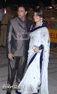 Love the sari!