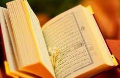 ADAB-ADAB MEMBACA AL-QURAN AL-KARIM  Membaca Al-Quran adalah ibadah yang sangat agung. Dalam menunaikan ibadah ini ada beberapa adab yang semestinya diperhatikan oleh setiap yang membaca Al-Quran. Diantara adab-adab tersebut:Pertama: Memurnikan niat Yakni membaca Al-Quran ikhlash karena Alloh semata. Tidak karena ingin dilihat didengar dan mendapat sanjungan atau upah dari orang lain. Dalam sebuah hadits diriwayatkan: عن عمران بن حصين c أنه مر على قارئ يقرأ ثم سأل فاسترجع ثم قال سمعت رسول…