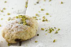 I biscotti morbidi al pistacchio sono dei dolcetti dal sapore intenso, perfetti per accompagnare un tè o un caffè. Ecco la ricetta Italian Cookies, Healthy Breakfast Recipes, Biscuits, Bakery, Sweet Treats, Muffin, Food And Drink, Sweets, Bread