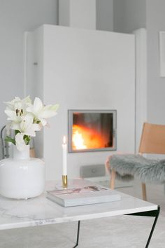 Valkoinen takka White Fireplace Room Interior, Interior Design, Interior Ideas, Lets Stay Home, Fireplace Mantels, My Room, My Dream Home, Sweet Home, Mantel Ideas