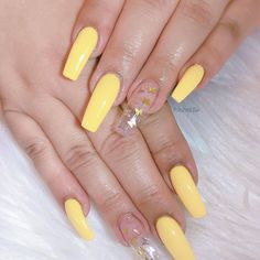yellow nails with glitter . Acrylic Nails Yellow, Acrylic Nails Coffin Short, Simple Acrylic Nails, Square Acrylic Nails, Summer Acrylic Nails, Coffin Nails, Yellow Nail Art, Spring Nails, Summer Nails