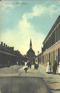 Nieuwstraat Den Helder (jaartal: 1910 tot 1920) - Foto's SERC op de achtergrond de R.K.- OLVOO kerk