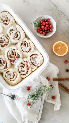 Orange Cranberry Cinnamon Rolls - Elisabeth and Butter Perfect soft and delicious Orange Cranberry Cinnamon Rolls! With fresh cranberries and orange zest, these are the BEST I've ever tried! Orange Rolls, Orange Cinnamon Rolls, Christmas Brunch, Christmas Drinks, Christmas Foods, Christmas Breakfast, Christmas Treats, Christmas Decor, Baking Set