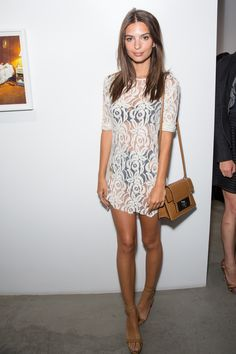 emily ratajkowski out in los angeles. see all of the model's best looks. Emily Ratajkowski Style, Modelos Fashion, Street Style, Up Girl, Vogue, Mode Outfits, Looks Style, Mode Inspiration, Mode Style