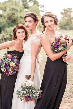 check out these bouquets! I know they are not the colors but aren't they pretty?!