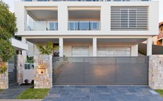 Eco Outdoor Coolum limestone random ashlar walling and bluestone paving used in… Bluestone Paving, Concrete Pavers, Stone Cladding, Wall Cladding, Driveway Paving, Facade House, Outdoor Spaces, Outdoor Ideas, Modern