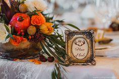 Осенняя свадьба в английском стиле, декор зала - цветочные композиции