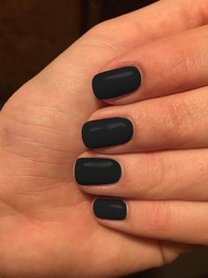 Discover recipes, home ideas, style inspiration and other ideas to try. Dark Red Nails, Black Nail Polish, Burgundy Nails, Black Nails Short, Black Gel Nails, Black Manicure, Mauve Nails, Classy Nail Art, Classy Nail Designs
