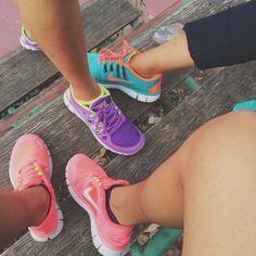 Me and my besties all need to get color coordinating roshes and take a pic like this
