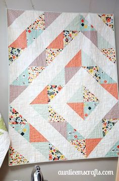 It's surprising! Check into these 20 creative concepts all in regards to Quilt Baby, Baby Girl Quilts, Girls Quilts, Charm Pack Quilt Patterns, Modern Quilt Patterns, Quilt Patterns Free, Modern Baby Quilts, Modern Quilting, Nine Patch