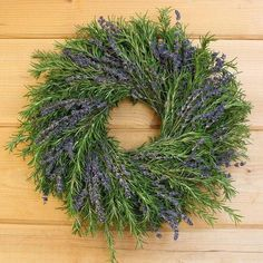 Lavender Crafts, Lavender Wreath, Fresh Wreath, Corona Floral, Tulle Wreath, Burlap Wreaths, Door Wreaths, Deco Nature, How To Dry Rosemary