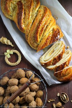 Strucla orzechowa - Every Cake You Bake Best Bread Recipe, Bread Recipes, Focaccia Pizza, Bread Bun, Our Daily Bread, Bread And Pastries, Cupcakes, Strudel, Oven Baked