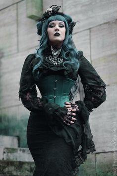 Model/Muha/Hatpiece: MADmoiselle Méli H Photo: Robertus Koppies Welcome to Gothic and Amazing |www.gothicandamazing.org
