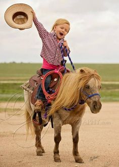 cowboys and cowgirls Phoenix Rising : Photo Poney Miniature, Horse Pictures, Cute Pictures, Animals For Kids, Cute Animals, Little Cowboy, Cowboy Cowboy, Cowboy Baby, Camo Baby