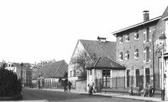 ca 1958: Pikeursbaan met rechts nog de aanwezige stallen van Boreel.