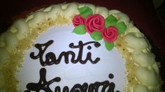 Torta di compleanno con rose di pan di zucchero