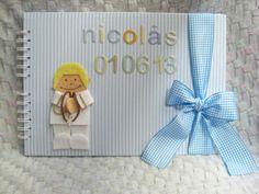 Álbum Primera Comunión Nicolas en azul y blanco vestido de Almirante en blanco y dorado.