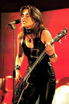 I think it goes without saying that Suzi Quatro is the sexiest bass player in all of rock - though if you want to suggest Kathy Valentine o. Glam Rock, Rock Chic, Female Guitarist, Female Singers, Real Life Vampires, Rock And Roll, Women Of Rock, Guitar Girl, Women In Music