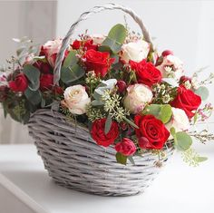 Best Love Flowers For Girlfriend Basket Flower Arrangements, Rose Arrangements, Beautiful Flower Arrangements, Pretty Flowers, Rose Basket, Flower Basket, Beautiful Flowers Wallpapers, Beautiful Roses, Flowers For Girlfriend