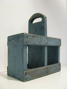 Unusual Primitive Old Wooden Tote Excellent Old Blue Paint Wooden Tool Boxes, Wooden Crates, Wood Boxes, Wood Tray, Barn Wood Projects, Small Wood Projects, Diy Pallet Projects, Primitive Antiques, Primitive Crafts
