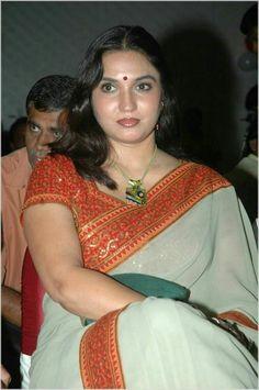 sukanya actress photos sukanya actress in saree sukanya actress . Beautiful Bollywood Actress, Beautiful Indian Actress, Beautiful Actresses, Beautiful Saree, Beautiful Flowers, Indian Actress Hot Pics, South Indian Actress Hot, Indian Actresses, Actress Photos