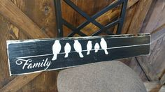 Family with birds on wire pallet art. Customize amount of birds for how many family members you have. Pallet Boards, Pallet Art, Pallet Wood, Pallet Projects, Wood Pallets, Projects To Try, Alook, Cute Signs, Family Signs