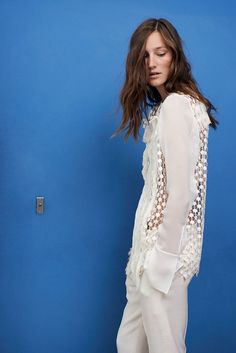 The Chloé Spring 2015 Collection – Geometric lace fringe-embellished blouse, slim pants with fringed hem in textured crêpe