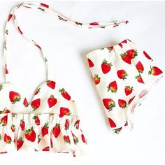 The must have for this summer! Beautiful Maya set of shorts and matching halter style crop top with pompom trim is perfect for summer vacations. Handmade from a linen cotton fabric with very good quality, The elastic band are very flexible so your baby will not be compressed. ♡