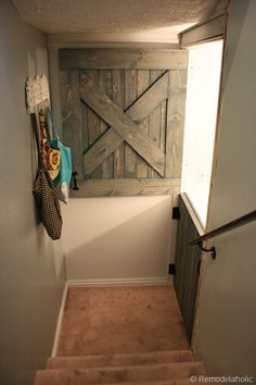 Dutch Barn Door for the home DIY What a cutie idea. Even better for people who have babies and toddlers! No ugly baby gates Barn Door Baby Gate, Diy Barn Door, Baby Door, Pet Door, Pet Gate, Doggie Gates, Double Door Design, Home Goods Decor, Home Decor
