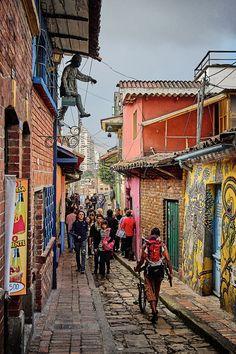 https://flic.kr/p/DHhyvg | Bogota, Colombia | Scene in La Candelaria, Bogota, Colombia