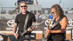 Metallica's James Hetfield and Kirk Hammett perform the national anthem