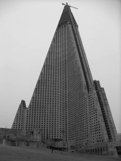 movin' on up, Pyongyang tower approaches the heavens - architecture on the move forward as a guise for a society moving backwards? #experimentsinmotion