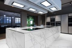 Neolith has been chosen to fit the interiors of Sonia Peronaci multi purpose space, allowing the well-known chef and TV personality to run cookery classes, events, and filming. As a collaboration with Colombo Experience srl, the team selected Neolith Calacatta and Calacatta Gold, for a harmonious flow from kitchen worktops through to the flooring.