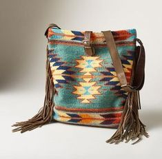 5 Wool Bags You Need to Buy for Fall Embrace the warm wool trend with these beautiful bags. Wool bags offer a bit of color, texture, and western fun to any outfit. Fall Handbags, Purses And Handbags, Leather Purses, Leather Bag, Mode Country, Mochila Crochet, Fall Bags, Carpet Bag, Mode Blog