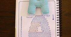 Whole alphabet of crochet They're not too big and the diagram are free Crochet Gratis, Crochet Diy, Crochet Amigurumi, Crochet Pillow, Crochet Home, Crochet Motif, Amigurumi Patterns, Crochet Dolls, Crochet Stitches