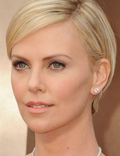 Charlize Theron - The Oscars 2014: Best Red Carpet Beauty | ELLE UK