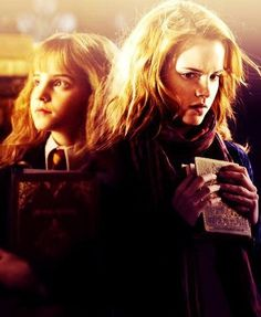 Hermione Granger Evolution Hermione Granger Through the Years Hermione Granger is a muggle. Harry Potter Hermione, Harry Potter Film, Harry Potter Characters, Harry Potter Universal, Harry Potter World, Hermione Granger, Hogwarts Alumni, Welcome To Hogwarts, Favim