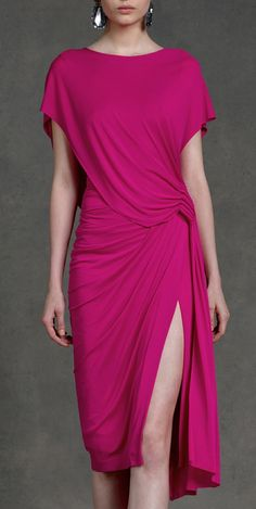 Good Throwbacks never go out of style Donna Karan Resort pink purple dress closet ideas women fashion outfit clothing style apparelDonna Karan Resort 2013 - Simple and reusableDonna Karan Resort this is a wonderful party dress. Look Fashion, Womens Fashion, Fashion Design, Casual Dresses, Fashion Dresses, Normcore, Donna Karan, Look Chic, Dress To Impress